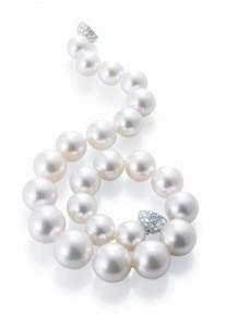 Collier en platine serti de perles
